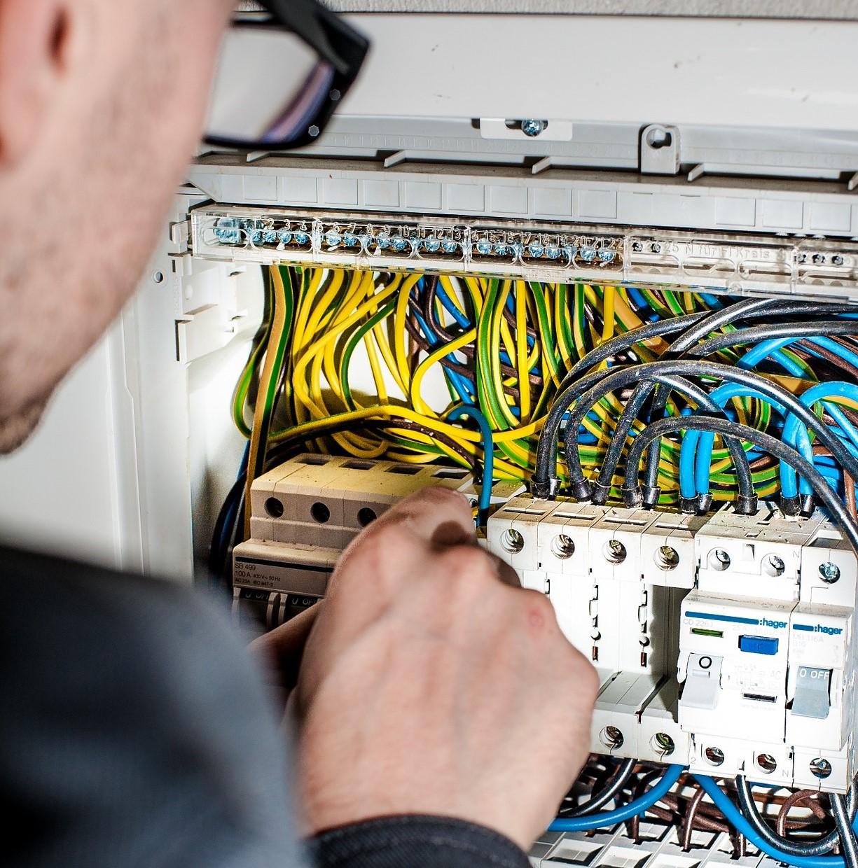 vvv electrician-1080573_1920